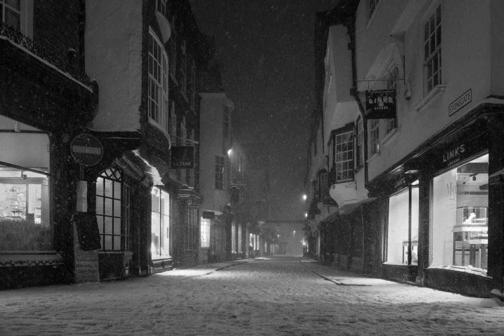 都会に降り積もる雪